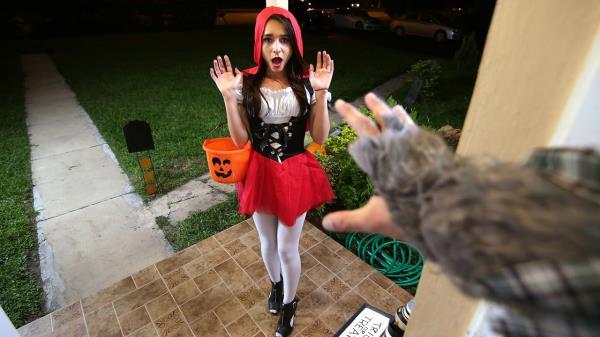 Kharlie Stone - Brunette Spinner Fucks on Halloween (2019/FullHD)