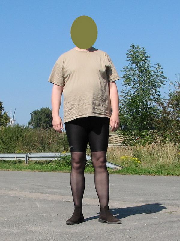 Mit Strumpfhose und kurzen Shorts Restriktive Foren