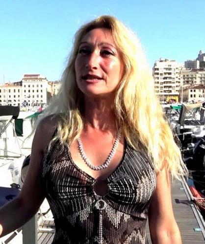 Betty - Betty, 44ans, deux mecs pour un fantasme (2020/JacquieEtMichelTV.net/Indecentes-Voisines.com/FullHD)