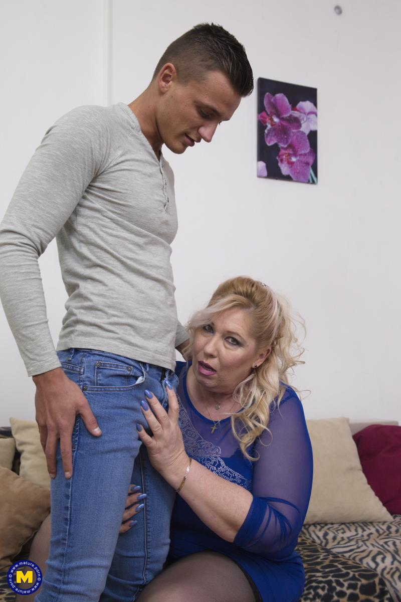 Bartina (55) - Big breasted BBW doing her toyboy [Mature.nl] 2019