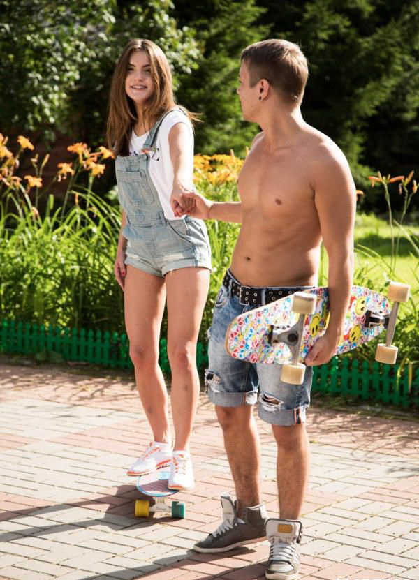ClubSevenTeen: Skater Girl Banged By Dude - Evelina Darling [2019] (HD 720p)