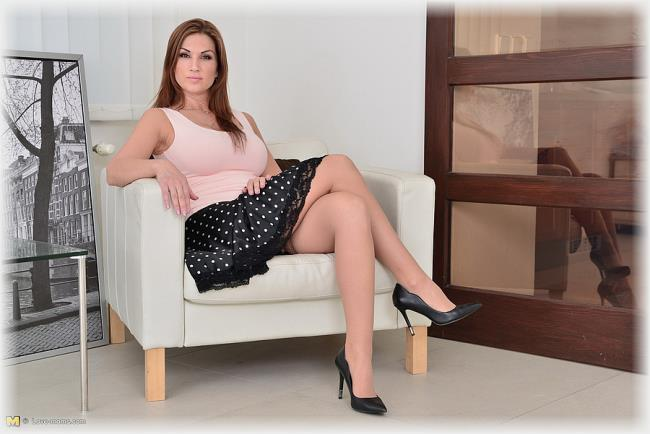 Carol Goldnerova - Carol: 730 MB: HD 720p - [Love-Moms.com/Mature.nl]