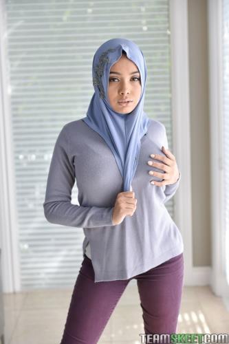 Aaliyah Hadid - Teenage Anal In Her Hijab (2020/FullHD)