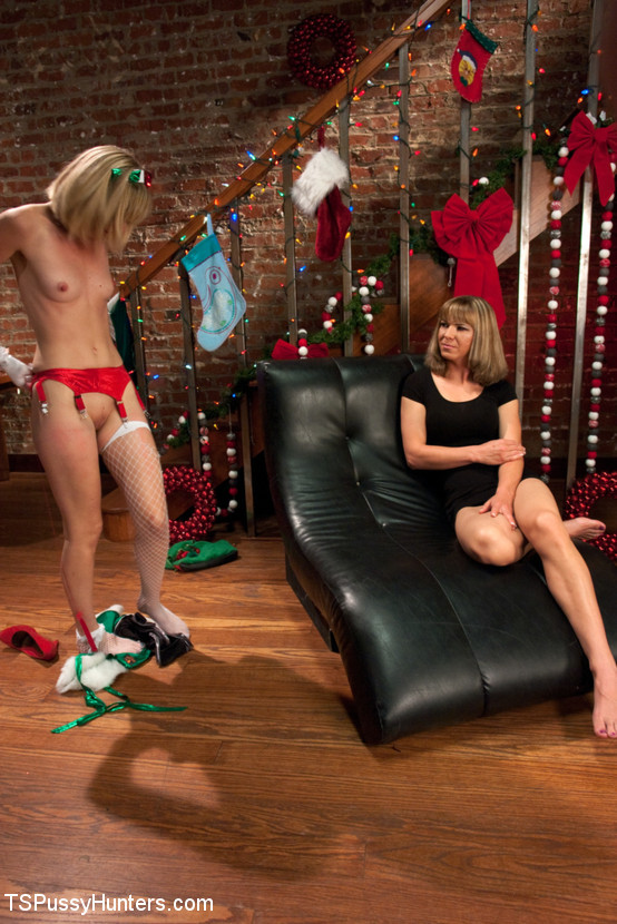 Franchezka, Mona Wales - Christmas Can Go Fuck Itself Or She can Fuck the Xmas Elf w/her Cock (TSPussyHunters/Kink) [HD 720p]