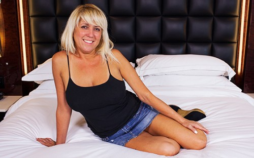 Connie - Blonde Cali GILF goes to a new level (HD 720p) - MomPov - [2020]