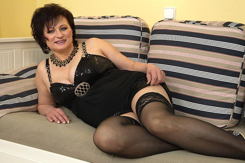 Dalia - Horny housewife doing her toyboy [Mature.nl] 2020