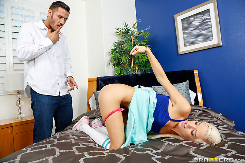 [TeensLikeItBig/Brazzers] - Halle Von - Halle's Anal Agreement (2020 / SD 480p)