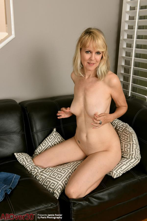 JamieFosterStrips: Jamie Foster - Mature Wants To Suck My Dick (HD) - 2020