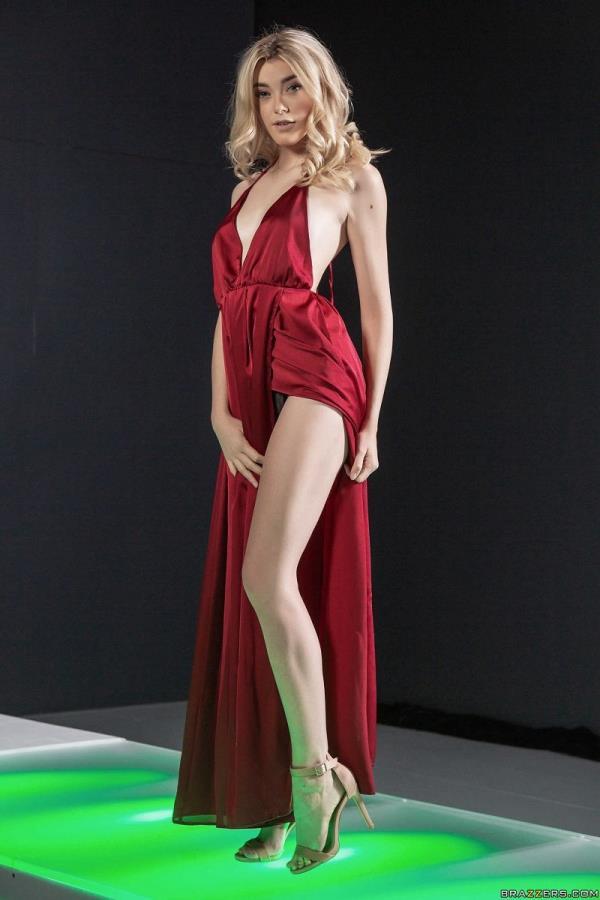Fuck Fashion - Anny Aurora, Rosalyn Sphinx [HotAndMean/Brazzers] (HD 720p)