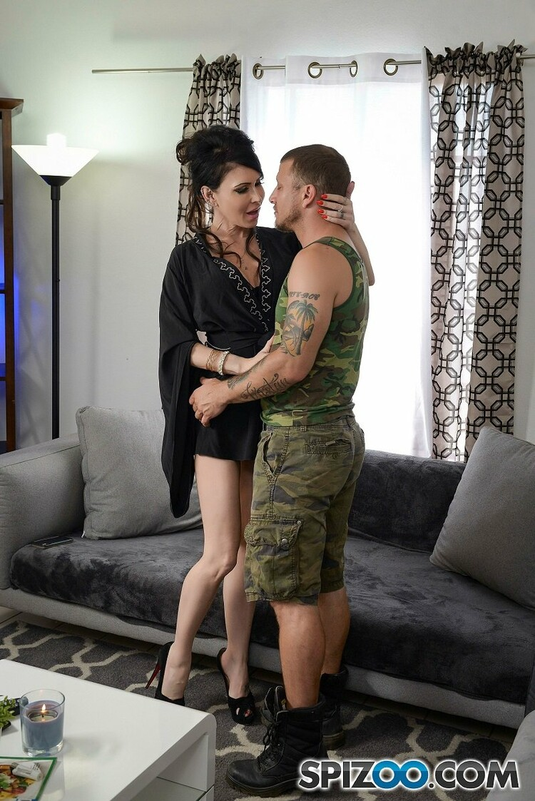 Spizoo: Jessica Jaymes - Jaymes Hubby Is Back From War (2020) 720p WebRip