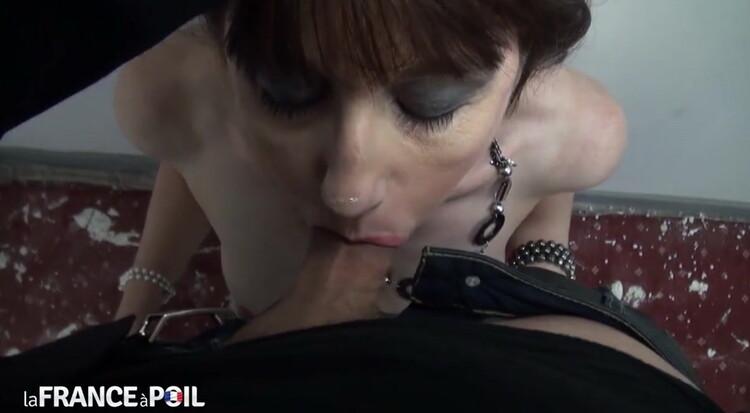 Sophie - Sophie, une agent immobilier qui aime jouer les salopes! (LaFRANCEaPoil) [HD 720p]