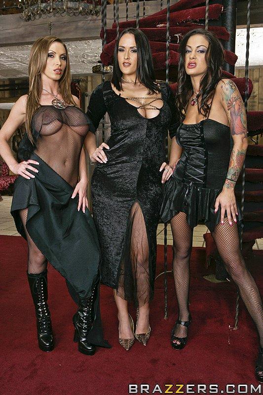 [PornStarsLikeItBig/Brazzers] Carmella Bing, Nikki Benz and Angelina Valentine - The Royal Cock of 1469 (SD/2020/345 MB)