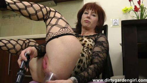 Dirty Garden Girl - Holes pump and prolapse (FullHD)